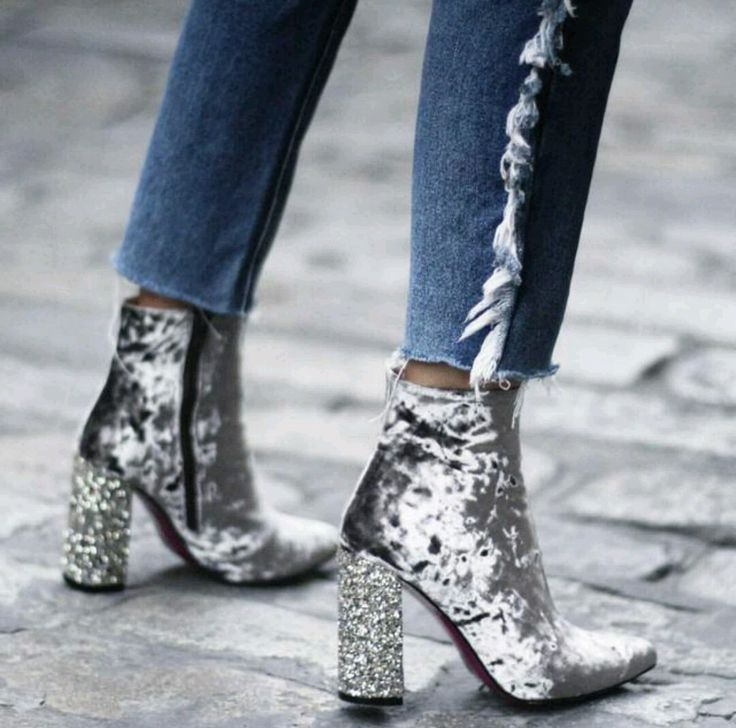 It's Christmas: glam it up by wearing these chic boots