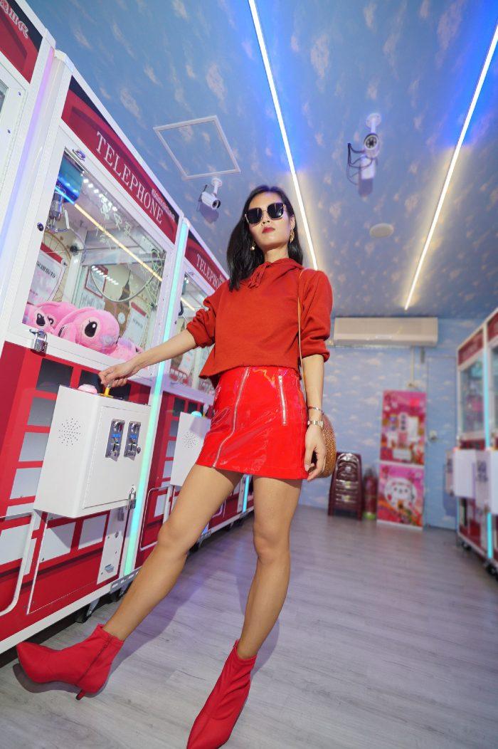 vinyl skirt, vinyl trend, streetstyle, red skirt, fashion blogger