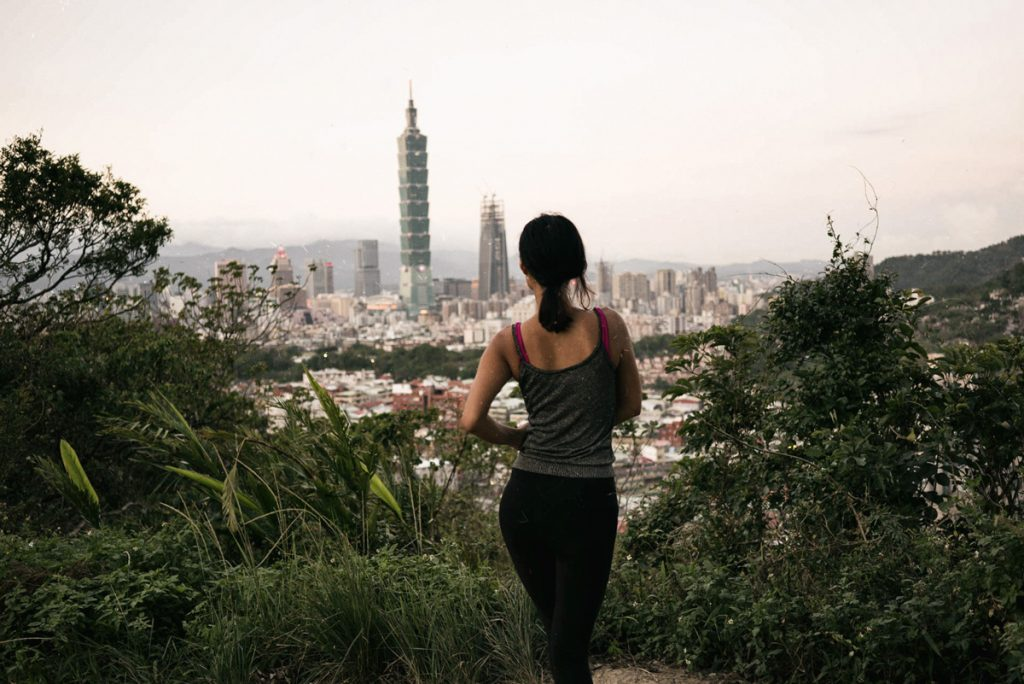 Hike up elephant Mountain in Taipei city